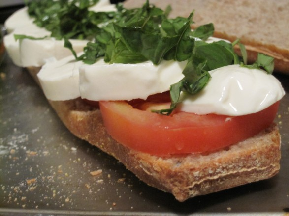 Homemade-caprese-sandwich-recipe